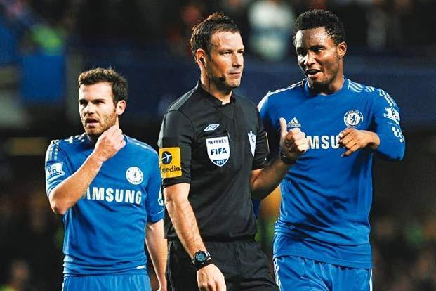 Referee Mark Clattenburg (centre) is reported to have used inappropriate language with Chelsea's John Obi Mikel (right) during an EPL match in October. Photo: Shaun Botterill/Getty Images