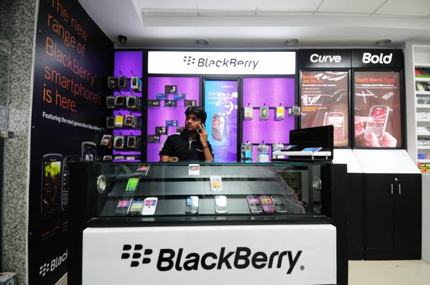 A file photo of a BlackBerry mobile store at MG road in old Gurgaon. Photo: Pradeep Gaur/Mint