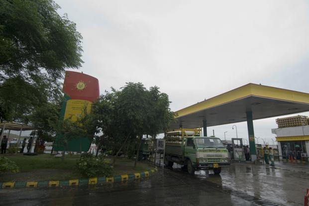 A file photo of a CNG gas station at Sarai Kale Khan, New Delhi. Sources said IGL buying stake would also help in averting the potential conflict situation that was arising due to Petronet management offering the ADB stake to Qatar Petroleum. Photo:Mint