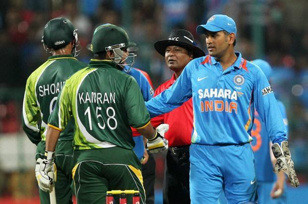 In the match against Pakistan on Thursday, Mahendra Singh Dhoni made no effort to force the pace, no effort to win, but he made it clear that he had no faith in the glorious uncertainties. Photo: PTI