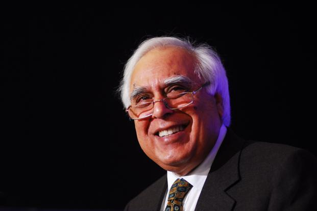 Communications minister Kapil Sibal says the government will auction 15MHz of 1,800MHz spectrum in Delhi and Mumbai. Photo: Pradeep Gaur/Mint