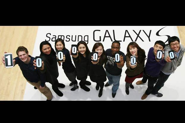 Samsung Electronics employees using smartphone display screens to make a figure of 100 million in Seoul. Samsung Electronics said that global sales of its flagship Galaxy S smartphones had topped 100 million since the first model debuted in 2010, cementing its dominant position over US rival Apple. Photo: AFP