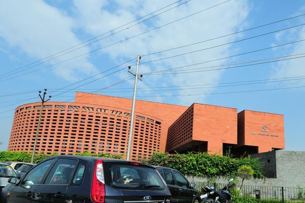 Analysts had expected TCS to post a dollar revenue growth of 3.1% from the preceding quarter, and estimated a margin decline of 20 basis points, quarter on quarter. Photo: Priyanka Parashar/Mint