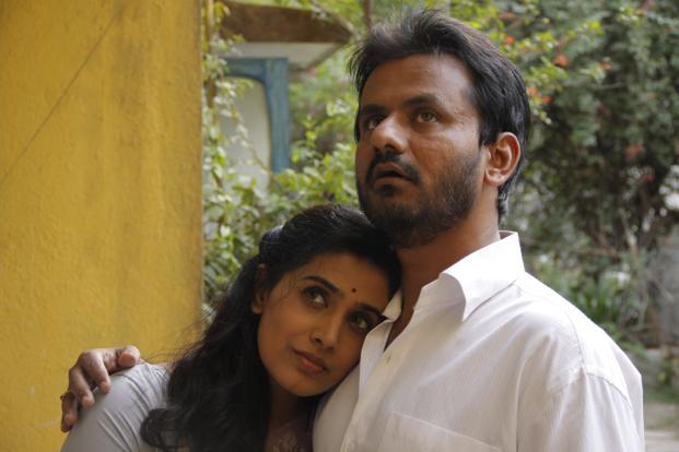 Girish Kulkarni and Sonali Kulkarni in 'Pune 52' film