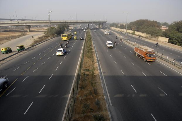 India's highways authority had earlier in January given a list of 26 highway projects to the environment ministry that were pending for clearances. Photo: Pradeep Gaur/Mint