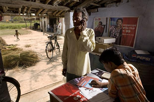 Bharti Airtel, which has posted 11 consecutive quarterly declines in profit, said it had reduced promotional benefits and free minutes offered to both new and existing subscribers. Photo: Mint (Mint)