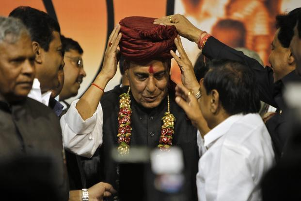 Newly elected president of Bharatiya Janata Party (BJP) Rajnath Singh (centre) receives a turban from his supporters after his appointment at the party headquarters in New Delhi on Wednesday. Photo: Reuters