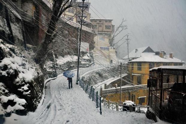 The western disturbance is expected to arrive over Jammu & Kashmir from north Pakistan, so both day and night temperatures may scale a bit during the next 24 hours. Photo: Santosh Rawat/Hindustan Times.
