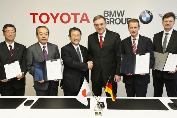 Toyota Motor Corp president Akio Toyoda (third left), with BMW chief executive Norbert Reithofer (third right), during a signing ceremony to jointly develop next-generation batteries for green vehicles in Nagoya, central Japan, on Thursday. Photo: AP