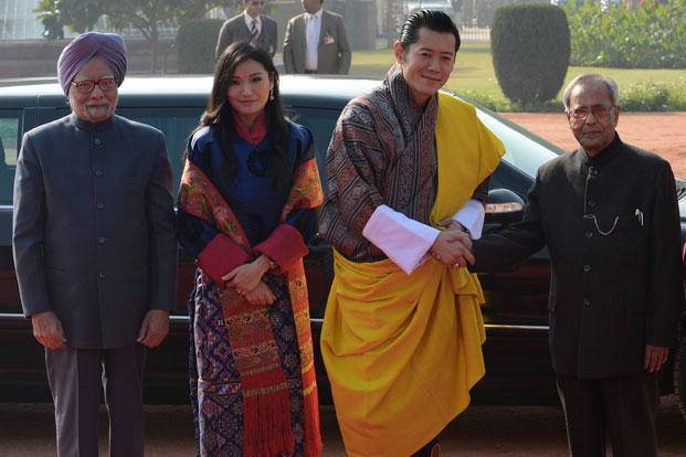 King of Bhutan, Jigme Khesar Namgyel Wangchuk with President Pranab Mukherjee, Prime Minister Manmohan Singh and Bhutan Queen Jetsun Pema Wangchuck during the welcome ceremony at the Presidential Palace in New Delhi on Friday. Wangchuk is in the country on a seven-day state visit and will be the chief guest at India's 64th Republic Day military parade on 26 January. Photo: Raveendran/AFP  (Raveendran/AFP )