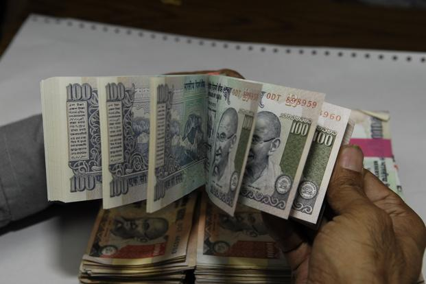Banks are reducing rates following the Reserve Bank of India (RBI) decision to reduce its short-term lending rates and cash reserve requirements of banks by 0.25%. Photo: Mint