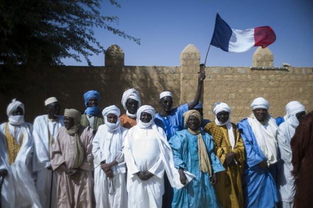 Malian people wait for the visit of French President on 2 February in Timbuktu. Photo: AFP