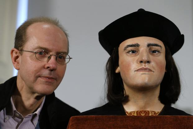 Michael Ibsen, a 17th generation nephew of King Richard III, poses with a facial reconstruction of the king on Tuesday. Photo: Andrew Winning/ Reuters