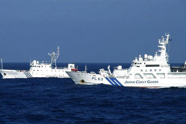 File photo shows a Chinese marine surveillance ship (L) alongside a Japan Coast Guard ship near the disputed islets known as Senkaku in Japan and Diaoyu in China, in the East China Sea. Photo: AFP