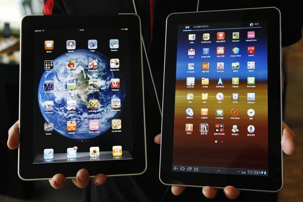 A file photo of Samsung Electronics' Galaxy Tab 10.1 tablet (right) and Apple Inc's iPad tablet. Photo: Jo Yong-Hak/Reuters.