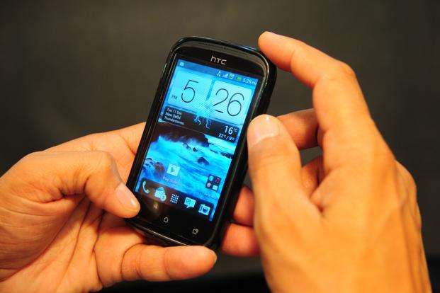 People overwhelmingly prefer mobile devices that operate on the Android operating system. Photo: Ramesh Pathania/Mint