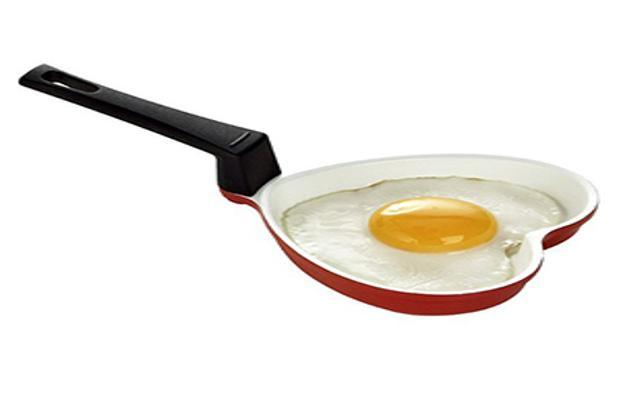 HitPlay's bum-shaped pan seems more suited as a weapon with which to whack the partner who complains that the meat isn't as well-cooked as it should be. Rs 299; www.hitplay.in