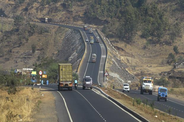 In the year to March, the govt has given out contracts to build and widen only 1,010km of roads, while its target is 9,500km. Photo: Abhijit Bhatlekar/Mint