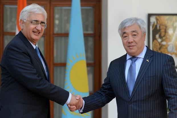 Minister of foreign affairs of Kazakhstan, Erlan Idrissov (right) shakes hands with Indian external affairs minister Salman Khurshid during a meeting in New Delhi on 5 March. Photo: AFP