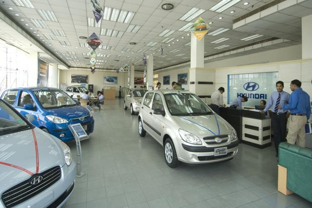 Auto Makers Offer Discounts Freebies Amid Flagging Sales