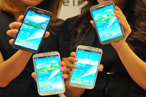 A file photo of Samsung Galaxy Note II. Some analysts predict the new Galaxy S IV could top 10 million unit sales in the first month after its launch. Photo: AFP