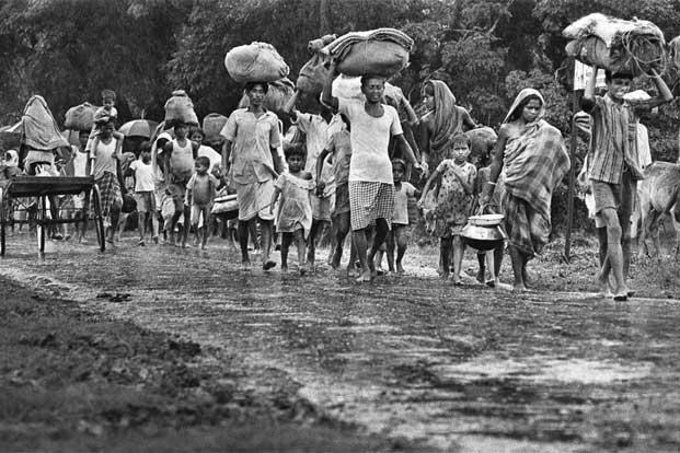 photo essay war out end livemint refugees fleeing their meagre belongings photo raghu rai