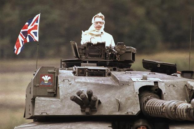 In this 17 September 1986 photo, Thatcher stands in a British tank during a visit to British forces in Fallingbostel, Germany. Photo: AP.