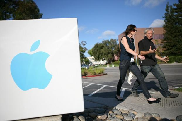 Yahoo shares rose 1.5% to $23.83 at the close in New York. Apple was little changed at $426.98. Photo: AFP