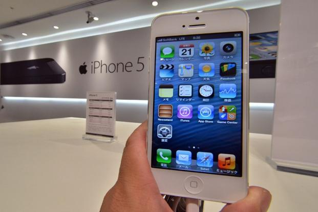 Both Apple and Samsung have been splashing their gadgets on the front pages of Indian national daily newspapers every week since November, boasting their deferred payment plans and trade-in offers. Photo: AFP (AFP)