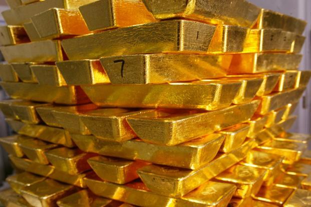 Gold prices have fallen 24% from their peak level in dollar terms and are 16% lower over their value in the first week of October last year; in that quarter, the deficit swelled to $32.6 billion (6.7% of GDP) from gold imports of $6.4 billion. Photo: Bloomberg (Bloomberg)
