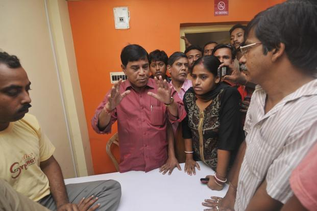 Saradha Group's Debasish Banerjee (in red shirt) with depositors. Banerjee presided over a chain of 10,000 sub-agents spread over eight districts in West Bengal. Photo: Indranil Bhoumik/Mint (Indranil Bhoumik/Mint)