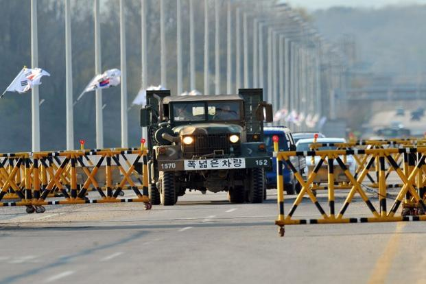A South Korean military truck drives past barricades on the road leading to North Korea's Kaesong industrial complex, at a military checkpoint in the border city of Paju on 26 April 2013. Photo: AFP