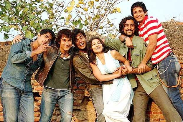 Rang De Basanti, which examines the politicisation of a group of friends over the issue of the MiG aircraft crashes, ran into a stumbling block with the Defence Ministry, which demanded a pre-release screening