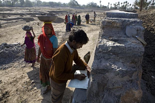The guidelines to reinvigorate panchayats at the village, block and district levels was envisioned by then prime minister Rajiv Gandhi in the late 1980s. It was, however, only in December 1992 that the 73rd constitution amendment for the constitution of panchayats was passed. Photo: HT (HT)