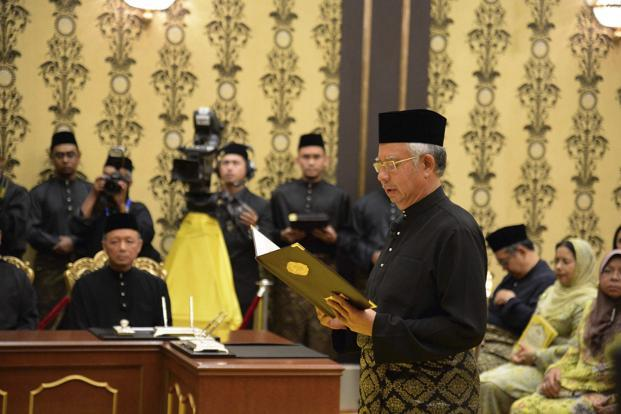 Malaysia's Prime Minister Najib Razak takes his oath during a swearing-in ceremony at the palace in Kuala Lumpur on Monday. Photo: Reuters