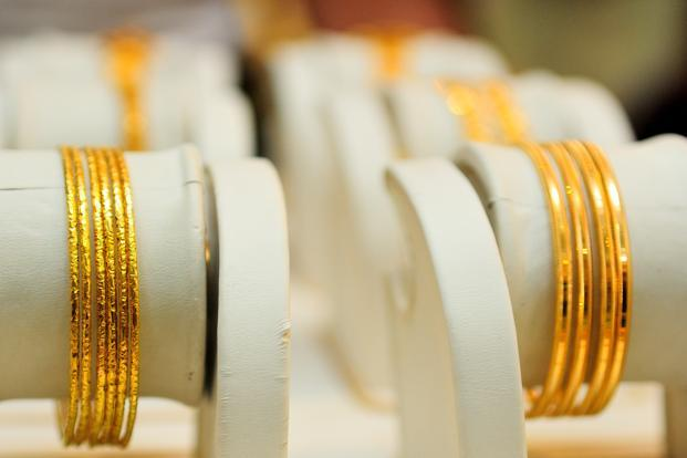 RBI will issue guidelines by the end of this month to restrict banks from importing gold on a consignment basis as it seeks to reduce domestic demand and curb a record current-account deficit, the central bank said. Photo: Priyanka Parashar/Mint  (Priyanka Parashar/Mint )
