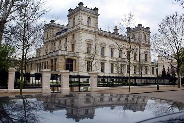 Lakshmi mittal puts palatial london home up for sale for Mansion houses for sale in london