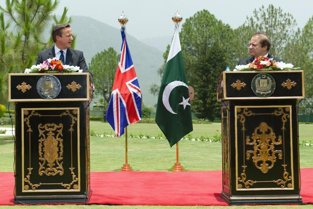 Britain's prime minister David Cameron, left, in a news conference with his Pakistani counterpart Nawaz Sharif in Islamabad. Photo: Leon Neal/Reuters
