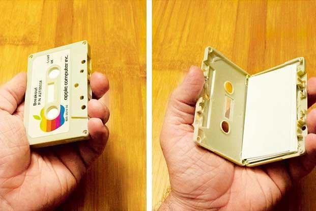 Retrofit your old cassette inta a visiting card holder. Photo: Courtesy Instructables.com