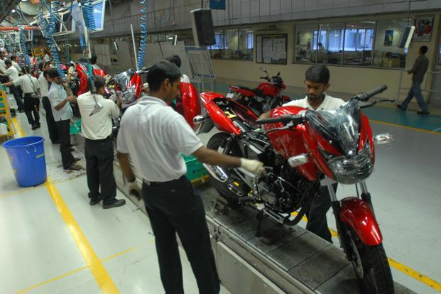 The strike at Bajaj Auto's facility in Chakan near Pune continues as the management and the union have failed to reach an agreement over wage hikes and the issuing of stocks to workers at a discounted rate.