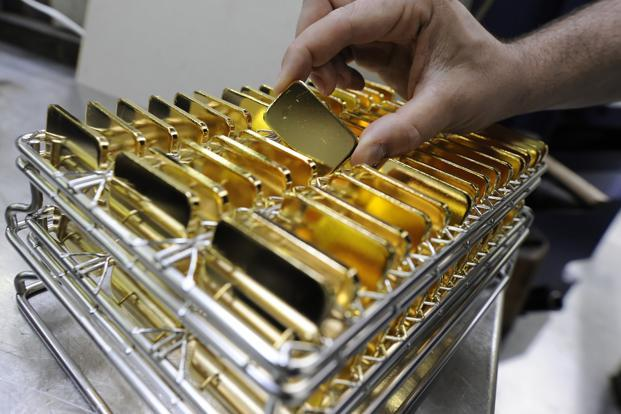 RBI said that the banks and other entities allowed to import gold should ensure that at least one fifth of it is used for further exports. The rest can be used in the domestic market but only for making jewellery. Photo: Bloomberg