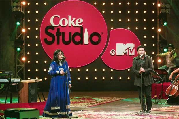 A.R. Rahman (right) with his sister Rayhanah performing the song 'Naan Yen' in Season 3