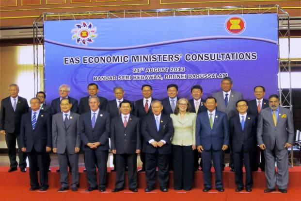 Union minister for commerce and industry Anand Sharma (right) in a group photograph at the East Asia Summit Economic Ministers' Consultations in Brunei on Wednesday. Photo: PTI (PTI)