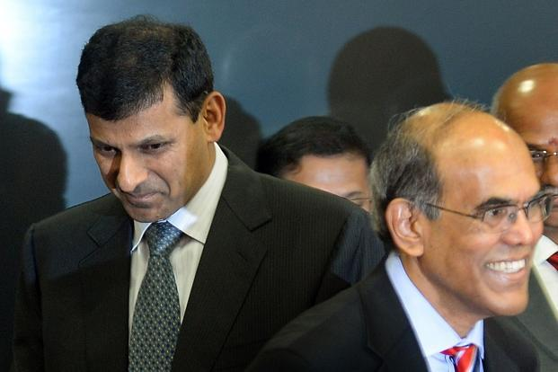 Reserve Bank of India's (RBI) newly appointed governor Raghuram Rajan (L) and outgoing governor Duvvuri Subbarao arrive for the hand over ceremony at the RBI headquarters in Mumbai on 4 September 2013. AFP