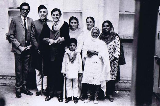 'Garm Hava', which captures the decline of the Mirza family