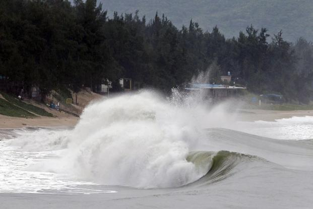 Strong waves hit the coast of Shenzhen in southern China's Guangdong province on Sunday brought on by the approaching Typhoon Usagi. Photo: AFP  (AFP )