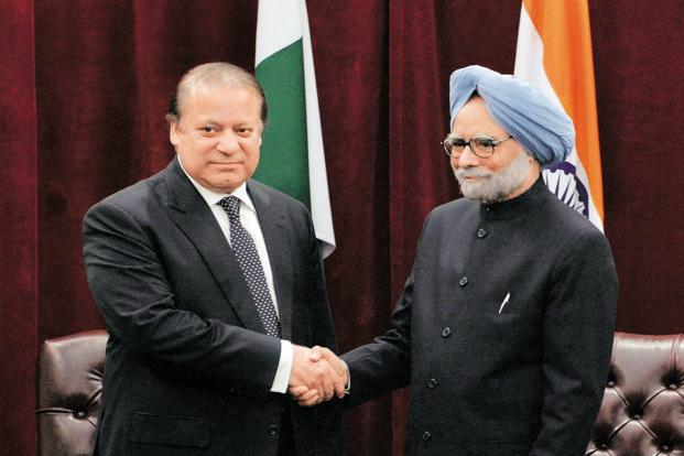 A file photo of Indian Prime Minister Manmohan Singh (right) and Pakistani counterpart Nawaz Sharif. Photo: AFP
