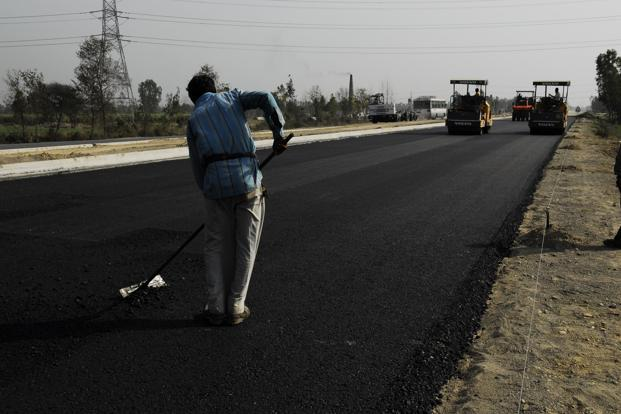The roads ministry awarded just 1,322km of road projects in 2012-13 against a target of 9,500km. Photo: Mint<br /><br />
