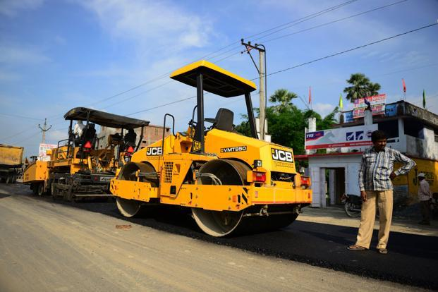 The road ministry has already extended the closing date for submission of the request for qualification document for three projects. Photo: Pradeep Gaur/Mint<br />