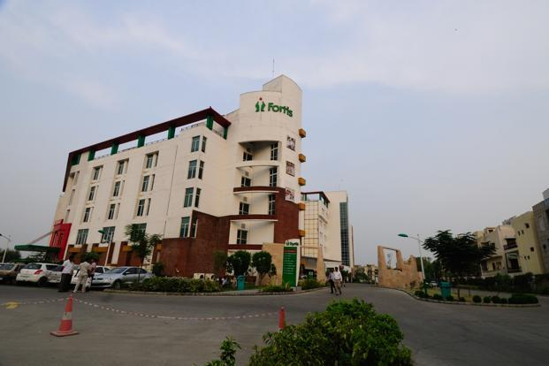 Fortis Healthcare net profit drops 41% to `389 cr